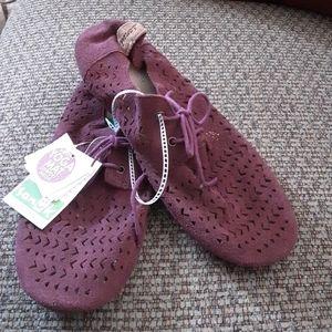 Sanuk leather yoga mat shoes